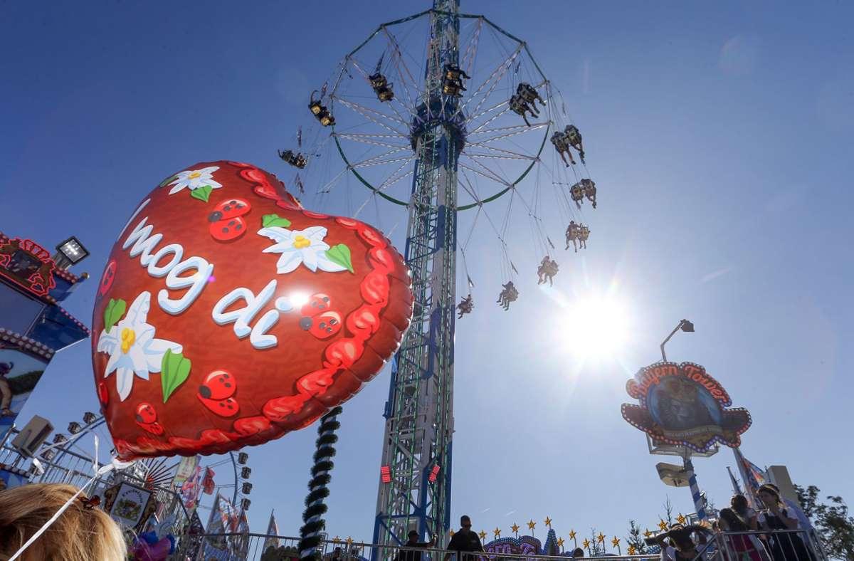 Die Stadt München will erst im Mai entscheiden, ob das größte Volksfest der Welt  stattfindet (Archivbild). Foto: dpa/Karl-Josef Hildenbrand