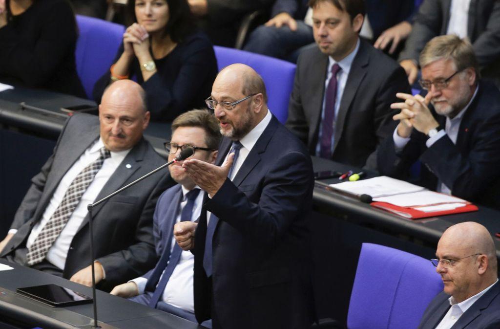 SPD-Politiker Martin Schulz attackierte AfD-Politiker Alexander Gauland bei der Generalaussprache. Foto: AP