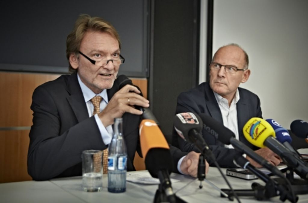 Bahn-Vorstand Volker Kefer (links) und der Grünen-Verkehrsminister Winfried Hermann Foto: Heinz Heiss