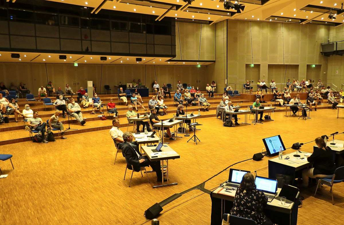 In der Filharmonie hatten der Ausschuss und die Bürger genug Platz. Foto: Otto-H. Häusser