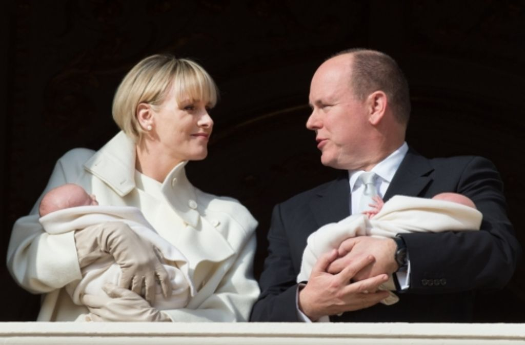 Charlène und Albert von Monaco mit ihren Zwillingen Jacques und Gabriella. Foto: Getty Images Europe