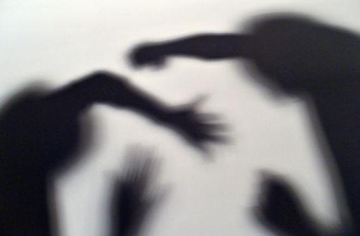 Unbekannte attackieren 17-Jährigen
