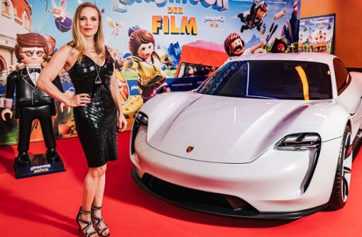 In den Kinos rast der Stuttgarter Elektro-Porsche schon