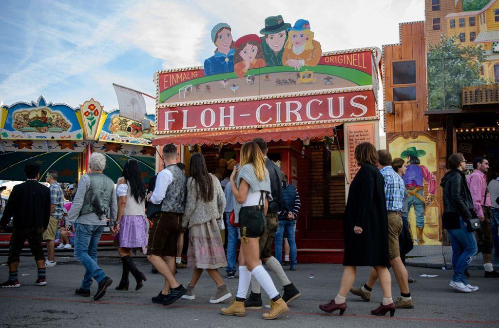 Der Flohzirkus Birk ist auf dem Münchner Oktoberfest vertreten – sowie auf dem historischen Volksfest in Stuttgart. Foto: dpa