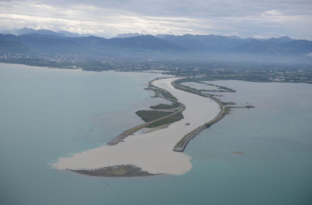 Luftbild vom 24. August 2018 – die namenlose Sandinsel wird bald wieder verschwinden. Foto: Internationale Rheinregulierung