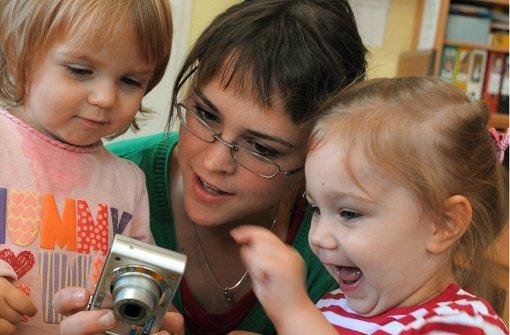 Schön, wenn die Kleinen  lebhaftes Interesse an kostspieligen Gegenständen zeigen. Foto: dpa