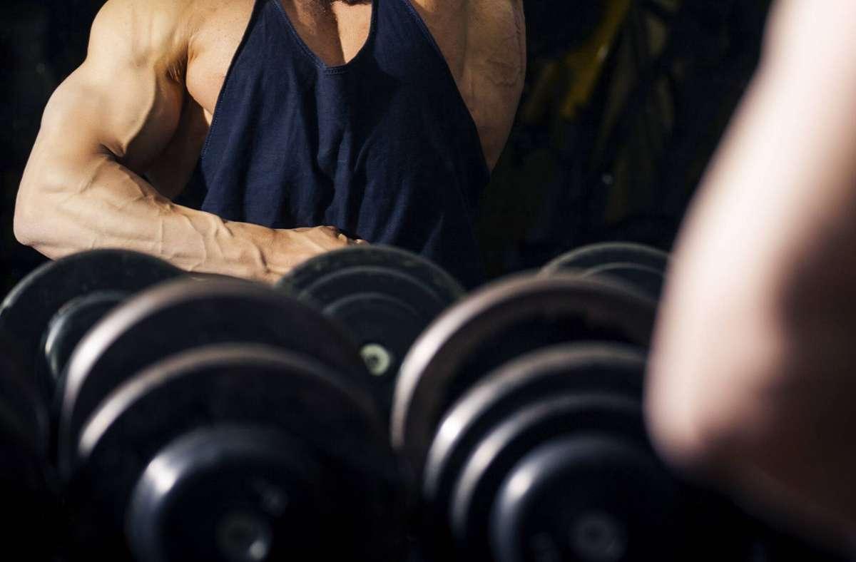 Die Männer trainierten ohne die nötigen Nachweise (Symbolbild). Foto: imago images/Shotshop/Markus Gann