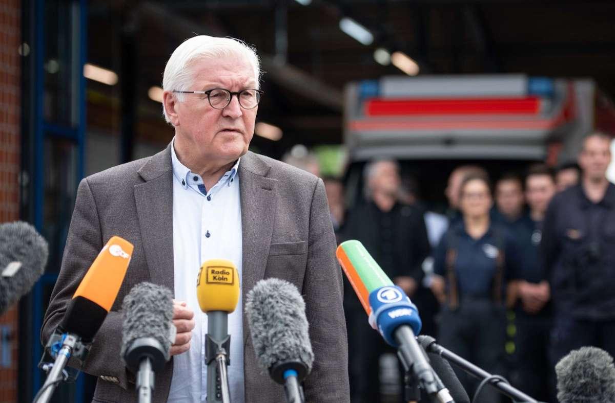 Bundespräsident Frank-Walter Steinmeier besuchte am Samstag das nordrhein-westfälische Katastrophengebiet an der Erft. Foto: dpa/Marius Becker