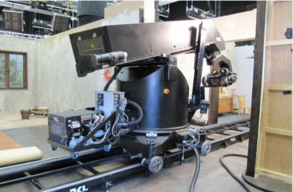 Das verlassene Set mit einem riesigen Kamerafahrtengerät, während der überforderte Regisseur mit dem Hauptdarsteller Atemübungen macht. Foto: Stefanie Ren