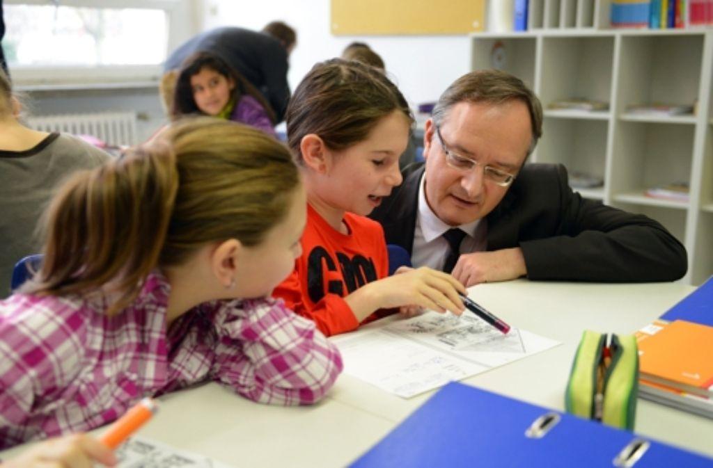 Kultusminister Andreas Stoch zu Gast in einer Gemeinsschaftsschule Foto: dpa