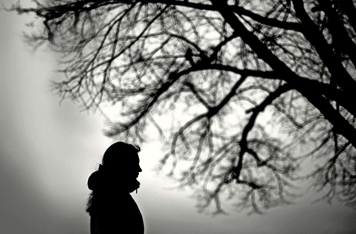 Was tun, wenn ein Freund oder Verwandter über Suizid nachdenkt? Foto: dpa/Julian Stratenschulte
