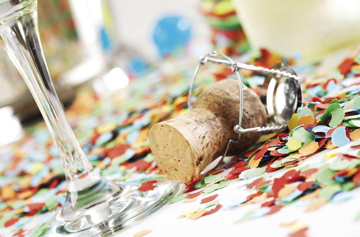 Die private Feier führt zu fast 10.000 Euro Strafe. (Symbolbild) Foto: imago images/Shotshop/CSH via www.imago-images.de