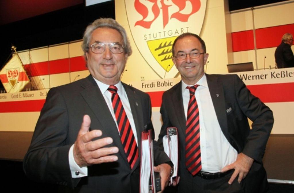 Erwin Staudt (rechts, mit Dieter Hundt) macht sich Sorgen um den VfB. Foto: Baumann