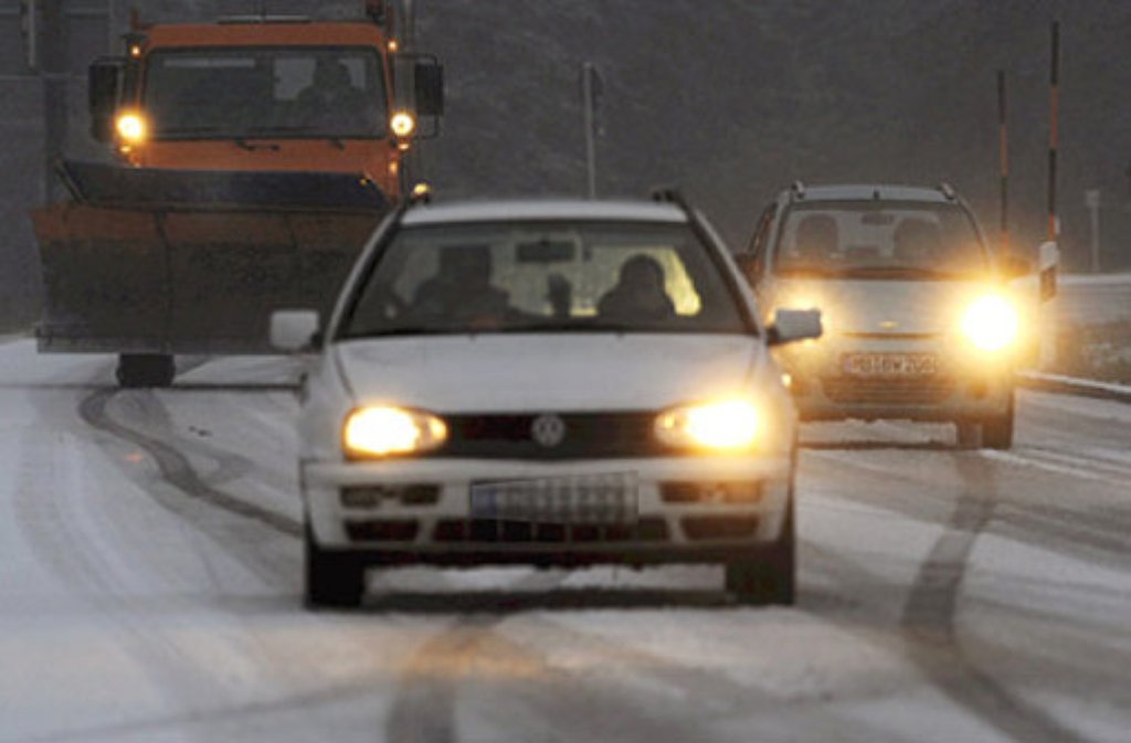 Auf schneeglatter Straße ist es am Dienstagabend in Bissingen an der Teck zu einem Unfall gekommen. Foto: dpa (Symbolbild)