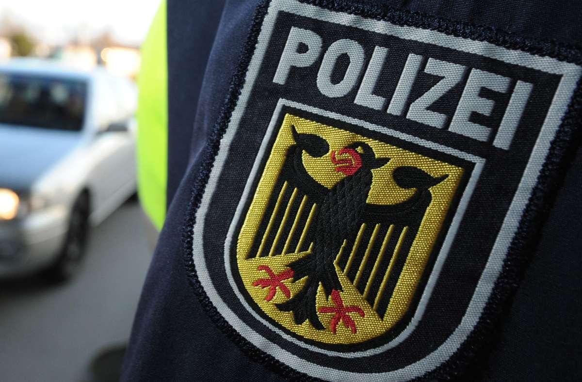 Ein 33-Jähriger ist aus der Schweiz nach Deutschland ausgeliefert worden (Symbolfoto). Foto: picture alliance / dpa/Patrick Seeger
