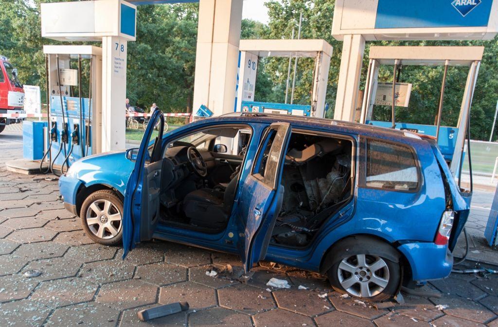 Warum der Gastank des VW Touran explodiert ist, muss erst noch geklärt werden. Foto: dpa