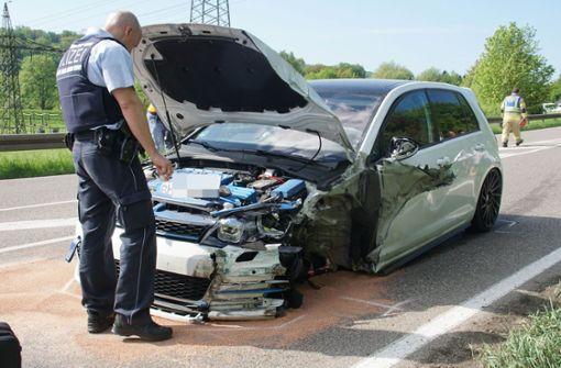 Auto gerät in Gegenverkehr - ein Mensch in Lebensgefahr