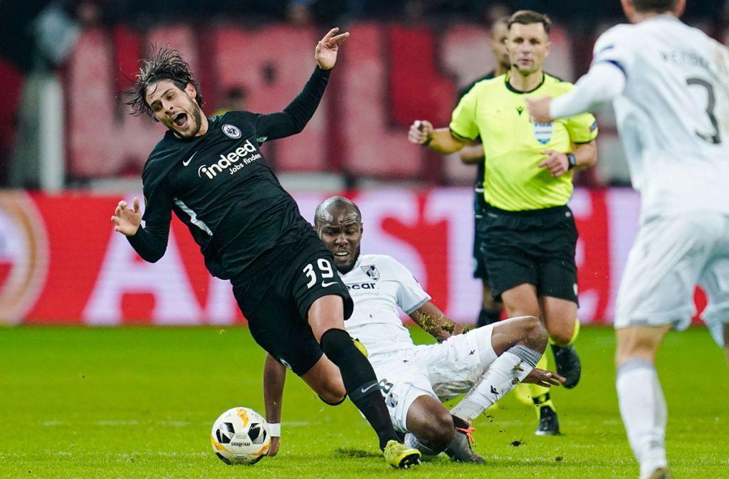 Goncalo Paciencia und seine Eintracht wackelte, fiel aber nicht. Dank Arsenal. Foto: dpa/Uwe Anspach