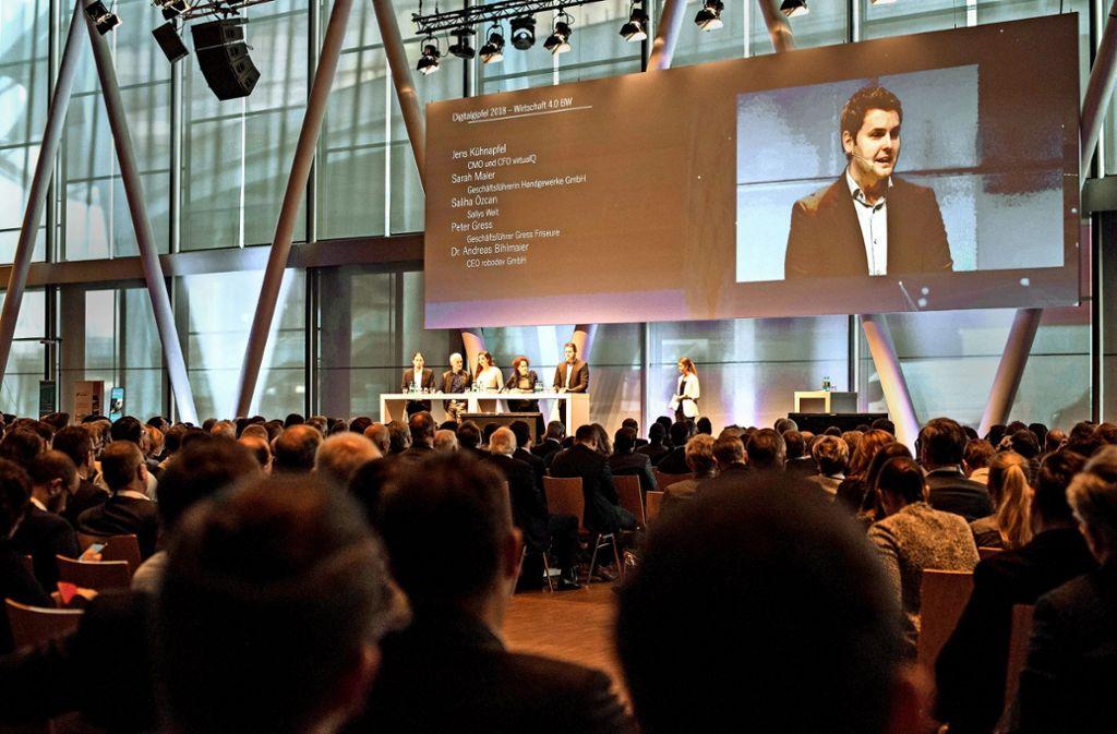 Jens Kühnapfel vom Stuttgarter Startup VirtualQ erläuterte, wie schon ein kleines Unternehmen auf den Weltmarkt blickt. Foto: Lichtgut/Max Kovalenko
