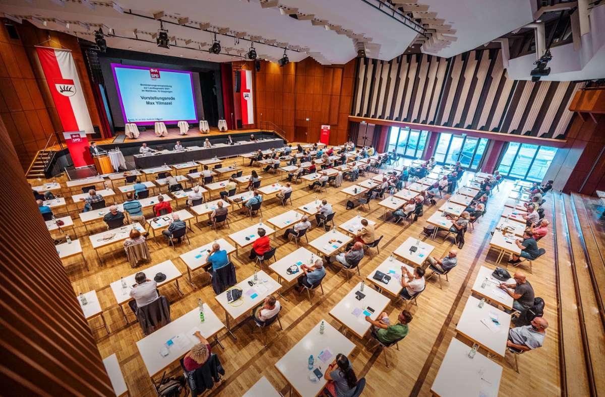 Eine Kandidatenkür mit Abstand: Die SPD-Nominierungsversammlung für die Landtagswahl 2021  in der Göppinger Stadthalle Foto: Giacinto Carlucci