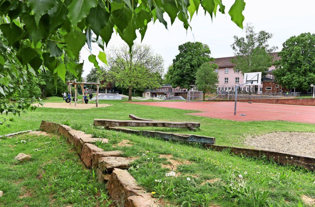 Auf dem Grünbereich neben dem Roten Platz soll ein zweigeschossiger Behelfsbau für die Realschule   entstehen. Foto: factum/Granville