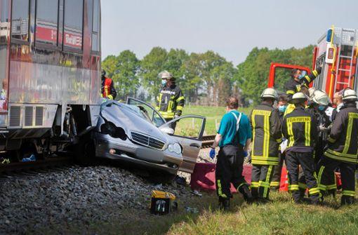 Auto wird von Zug erfasst – drei Tote