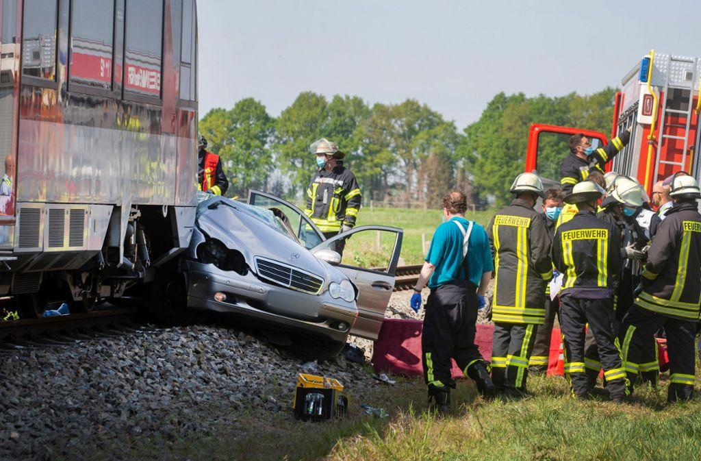 Drei Insassen des Autos starben bei dem Unfall. Foto: dpa/Arnulf Stoffel