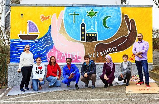 Hautfarbe spielt keine Rolle – auch das soll das neue Graffito sagen. Foto: Thomas Krämer