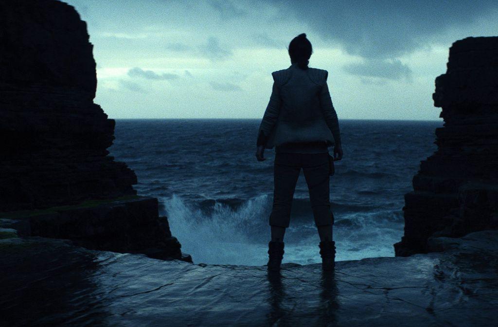 """""""Star Wars""""-Fans schauen gebannt auf den Frühling 2019. Doch zunächst kommt """"Star Wars: The Last Jedi"""" (Filmszene) im Dezember diesen Jahres in die Kinos. Foto: AP"""