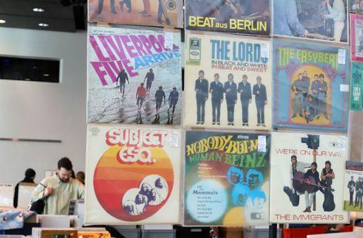 Nostalgie mit Vinyl-Platten und alten Kameras