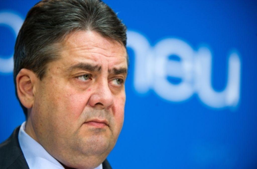SPD-Chef Sigmar Gabriel verteidigt sein Vorgehen in der Affäre Edathy. Foto: dpa