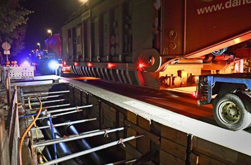 Wie man einen 300-Tonnen-Koloss über die Straßen fährt
