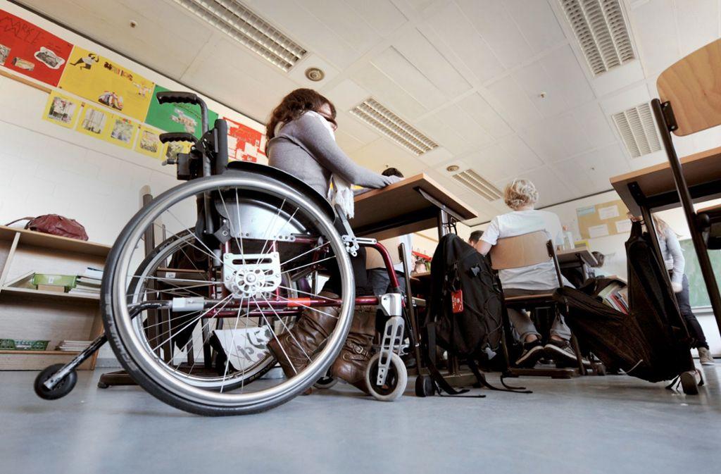 Immer mehr Kinder mit körperlicher und geistiger Behinderung werden an regulären Schulen unterrichtet. Doch diese schulische Inklusion gibt es nicht zum Nulltarif. Foto: dpa
