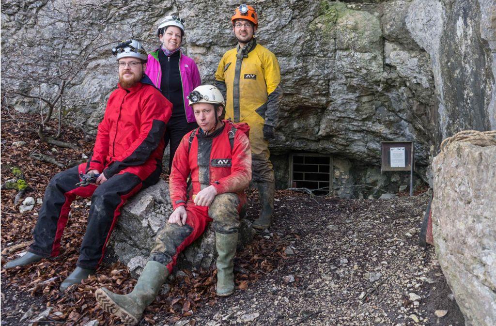 Speläologen und Naturschützer arbeiten gemeinsam (v.l.): Robert Pfeifle, Hannah Mok, Hannes Köble und Dominik Fröhlich Foto: Faltin