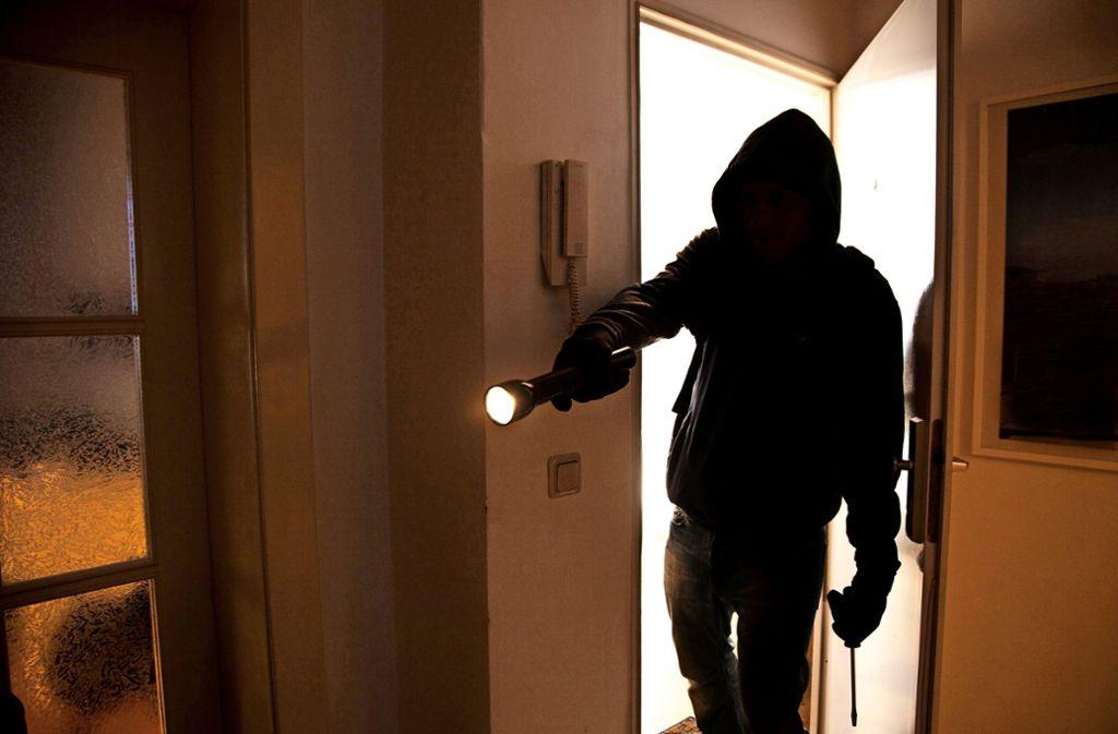 In Filderstadt-Bonlanden sind Unbekannte in ein Mehr- und ein Einfamilienhaus eingestiegen. Foto: mauritius images/imageBROKER / Jochen Tack