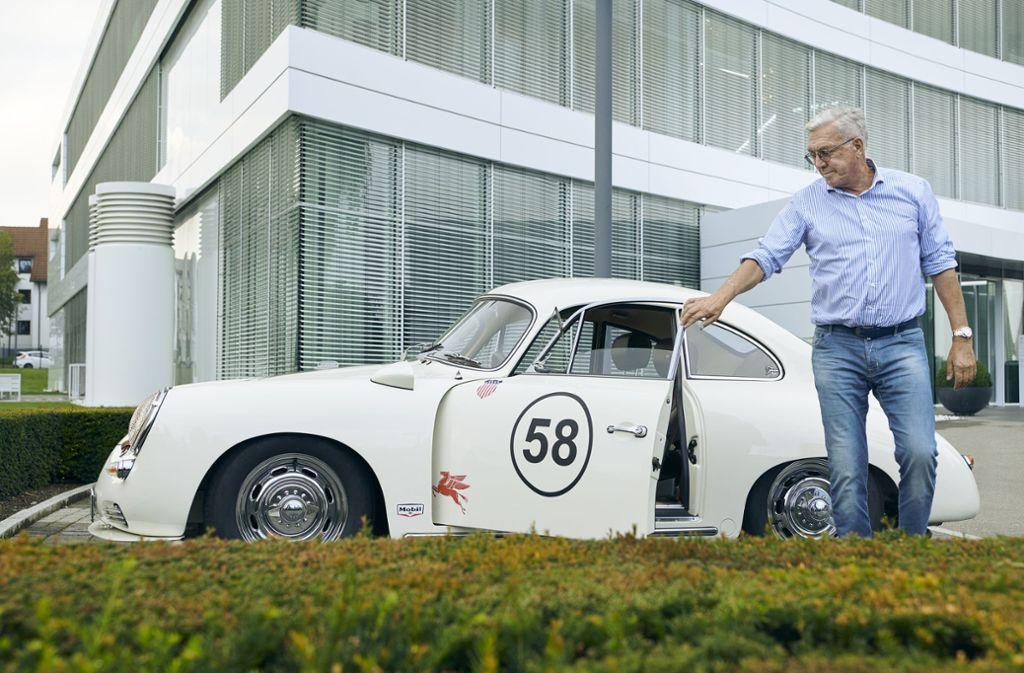 Der Porsche 356 B ist Helmut Schlotterers ganzer Stolz. Nur selten holt er das Schmuckstück aus der Garage. Foto: StZ Magazin/Marc Wittkowski