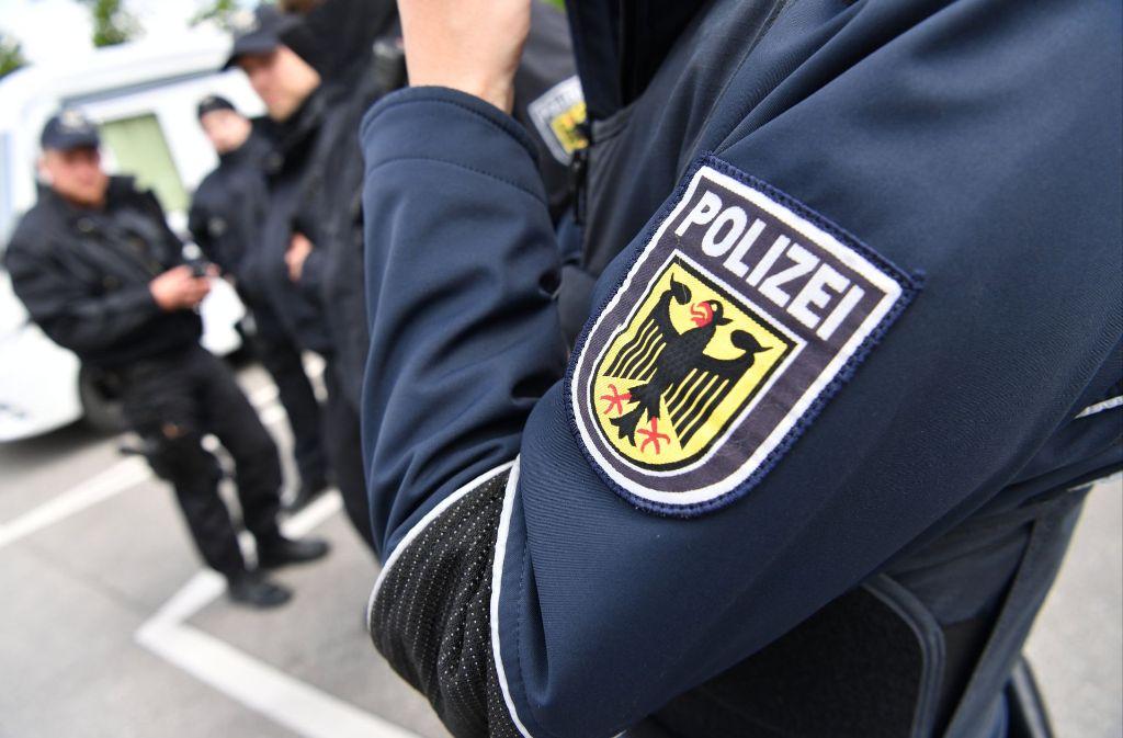 Die Polizei sucht den unbekannten Täter (Symbolbild). Foto: dpa