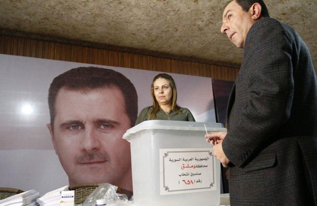 Vor der Wahl in Syrien werden die Urnen versiegelt. Foto: dpa