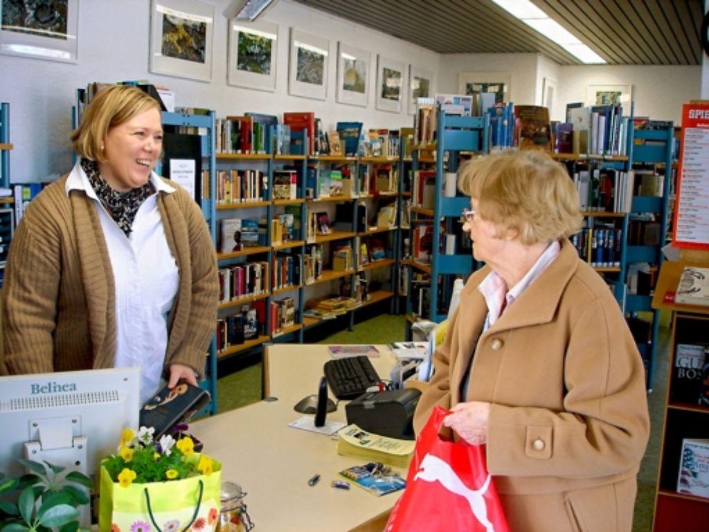 Es geht eng zu in der Waldenbucher Stadtbücherei. Foto: Claudia Barner