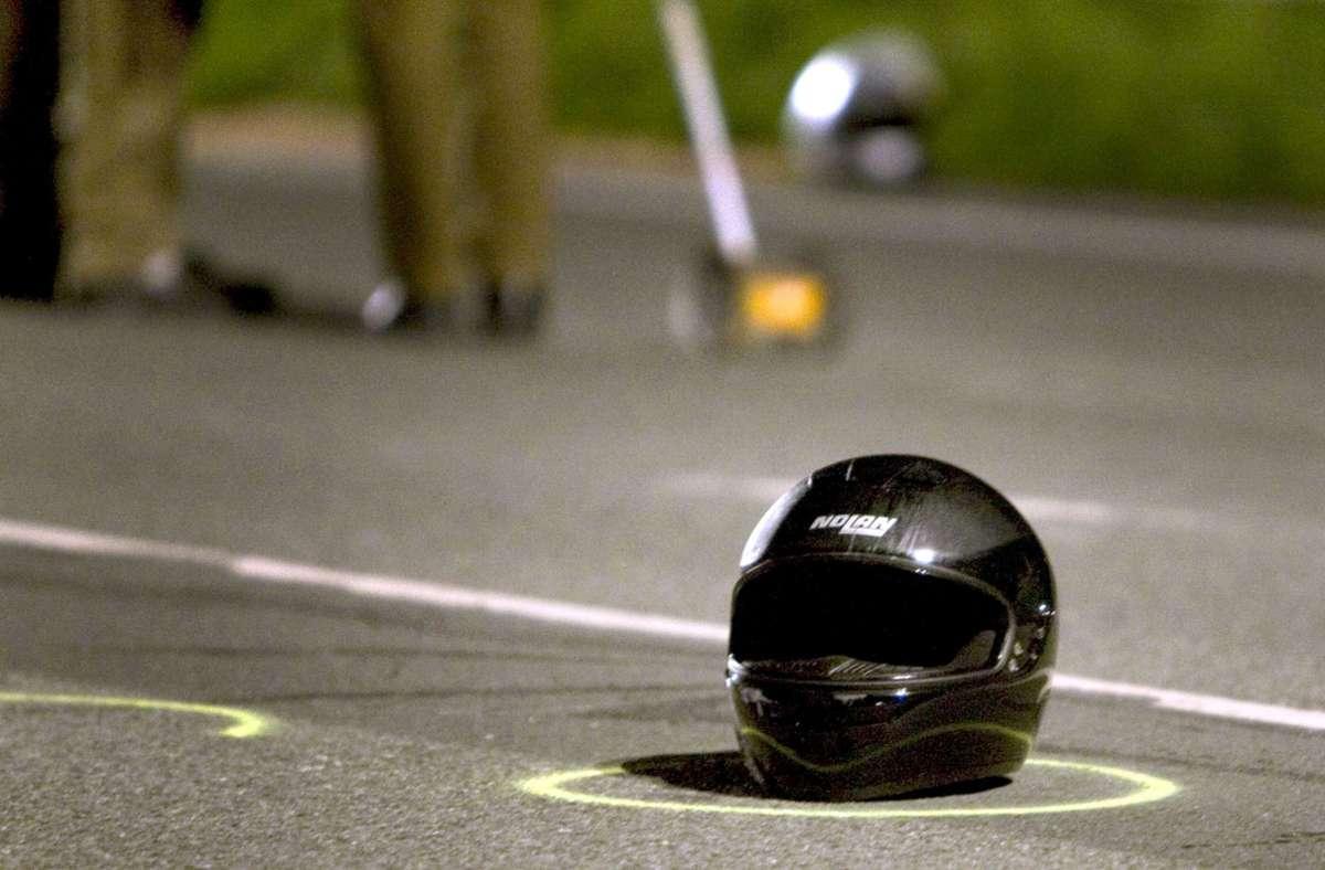 Ein 16-jähriger Motorradfahrer hat sich bei einem Unfall in Wendlingen schwer verletzt (Symbolfoto). Foto: picture alliance / dpa/Andre Braune