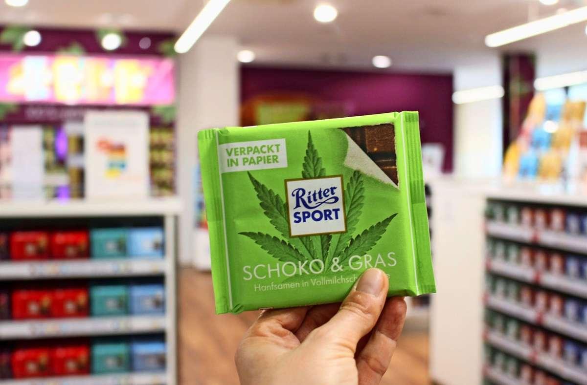 Gemeinsam mit dem Handelspartner Billa bietet Ritter Sport in Österreich ab sofort eine in Papier verpackte Limited Edition an. Foto: Caroline Holowiecki