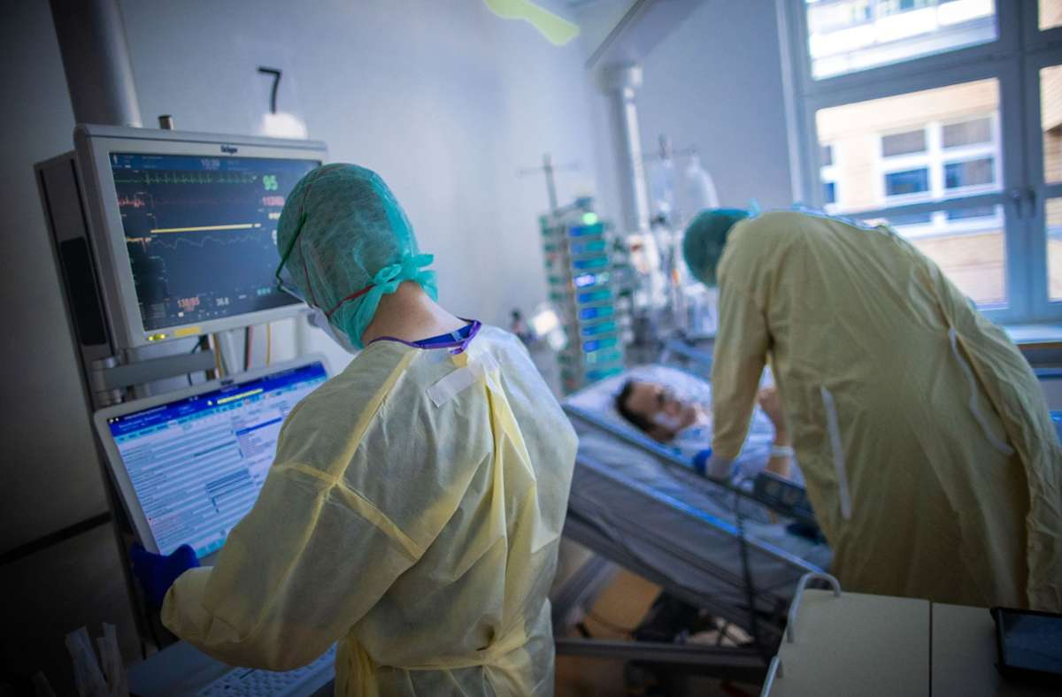 Vor allem auf den Intensivstationen sind während der Coronavirus-Pandemie viele Kräfte gebunden. (Symbolbild) Foto: dpa/Jens Büttner