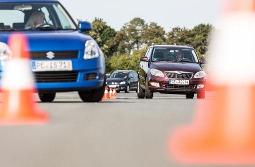 Das ADAC Fahrsicherheitstraining machen die Teilnehmer im eigenen Auto, das sie damit noch besser kennen lernen.