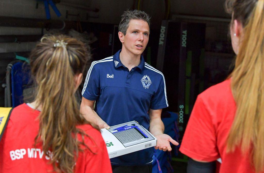 Der Trainer des Schickhardt-Gymnasiums Daniel Riedl hat mit seinem Team Silber gewonnen. Foto: Bloch