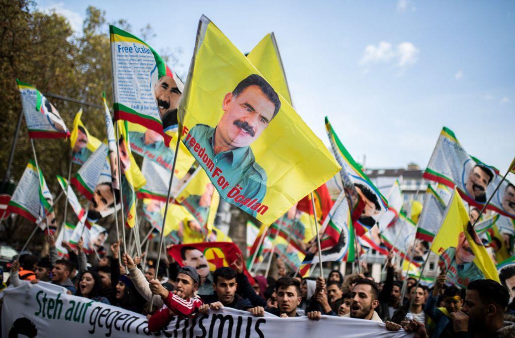 Offenbar beobachtet der türkische Geheidienst genau, wer hierzulande an Demonstrationen für die auch in Deutschland verbotene Kurden-Organisaton PKK  teilnimmt. Foto: dpa