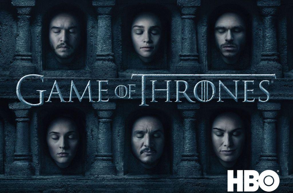 Game of Thrones (2011-2019) Alle wollen auf den Eisernen Thron, überall lauern Dämonen, Despoten, Blut, Sex und Tränen. Die Fantasyserie, die George R. R. Martins magisch aufgeladenes mittelalterliches Westeros-Epos mit all seinen Machtkämpfen und Verschwörungen spektakulär in Szene setzt, ist die Superlativshow der zehner Jahre. Die meisten Emmys, die meisten digitalen Downloads, die gruseligsten Splatterszenen, die größte Zahl an Nackten, Leichen und Zuschauern in der Geschichte von HBO.  Sky, 8 Staffeln, 73 Episoden Foto: HBO