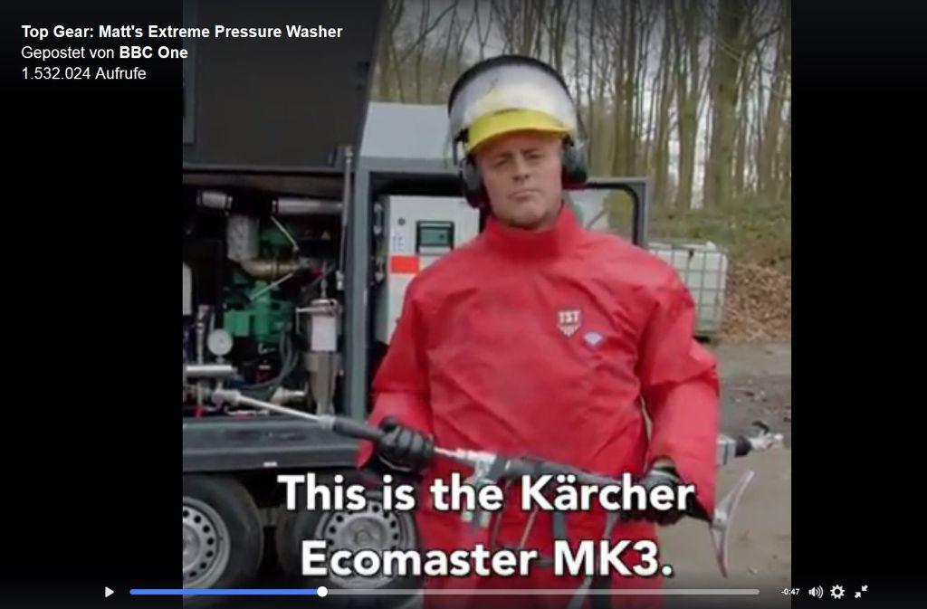 Schauspieler und Moderator Matt LeBlanc demonstriert, wie viel Spaß man mit einem Profi-Hochdruckreiniger von Kärcher haben kann. Foto: Screenshot (BBC)