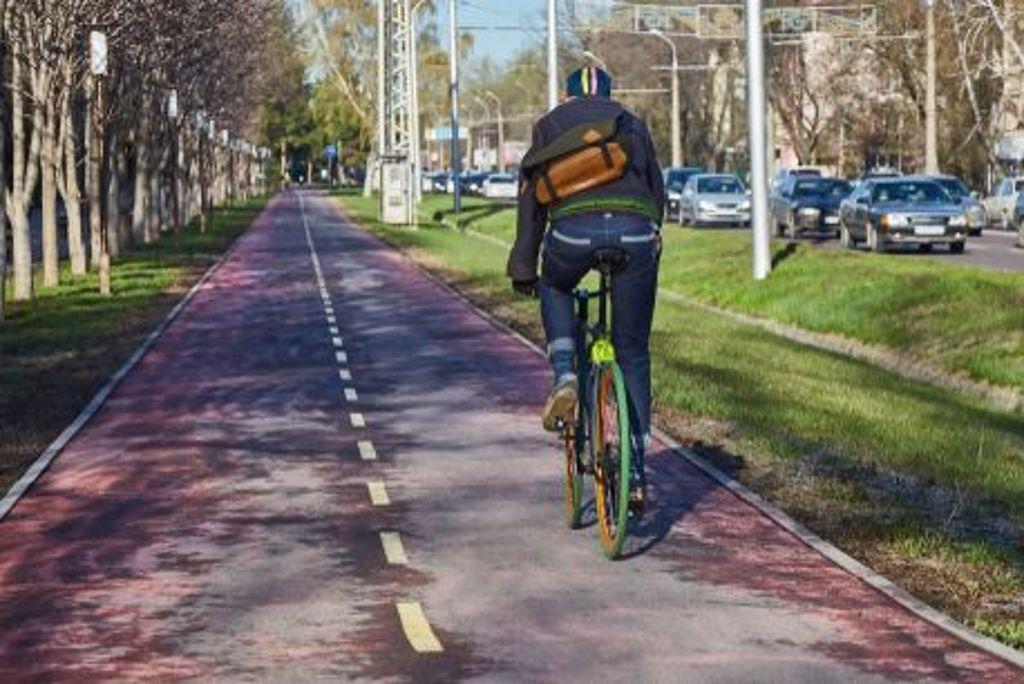 Für 52 Strecken sieht das Verkehrsministerium Baden-Württemberg laut einer Machbarkeitsstudie hohes Potenzial für einen Radschnellweg. Bald schon könnte also vielerorts im Land... Foto: Shutterstock/Alex Sipetyy