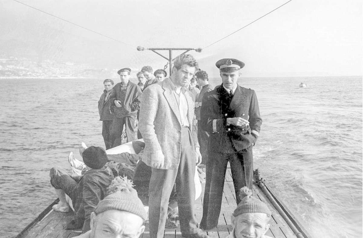 Entführt an Bord eines Nazi-U-Boots: Dr. Guilbert (Henri Vidal, Mitte) Foto: Gaumont