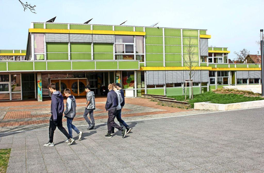Die Fassade der Realschule ist ein neues Sorgenkind in Renningen. Foto: factum/Bach
